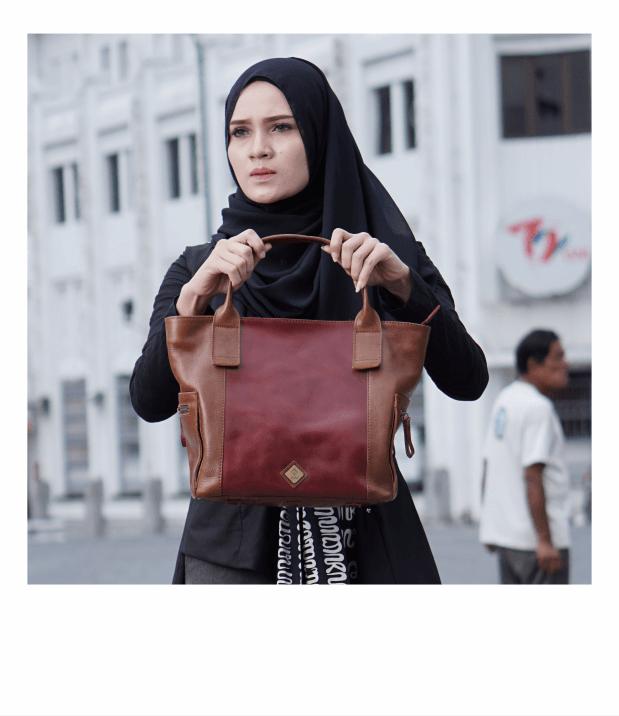 Tas Kulit yang Dipakai Wanita, sumber : aleta.id