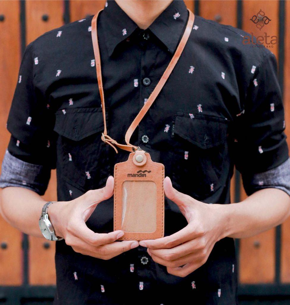 Id Card Holder Kulit, sumber : Koleksi Aleta Leather