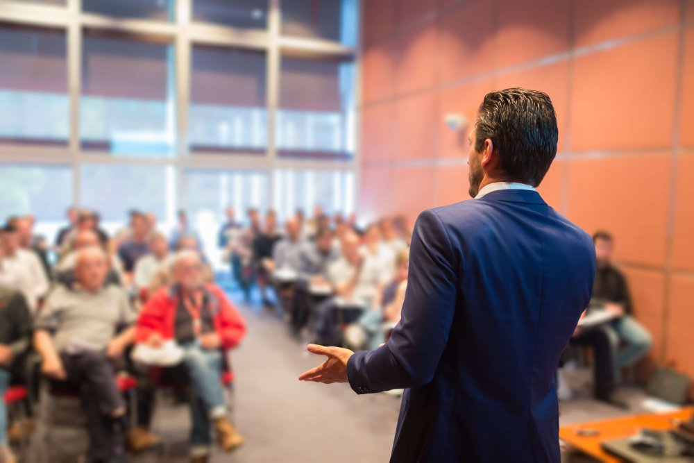 Ilustrasi Forum Seminar, sumber : APA Facade Systems