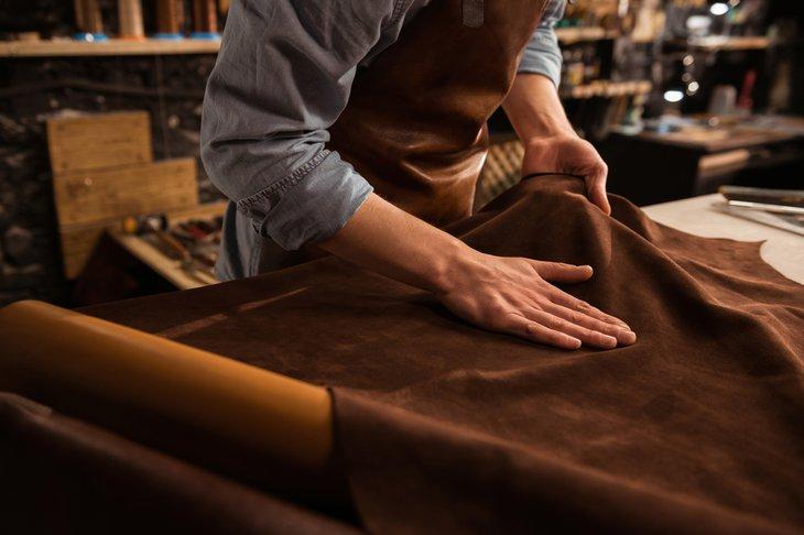 Ilustrasi Finishing Leather, sumber : LeatherWallets.org