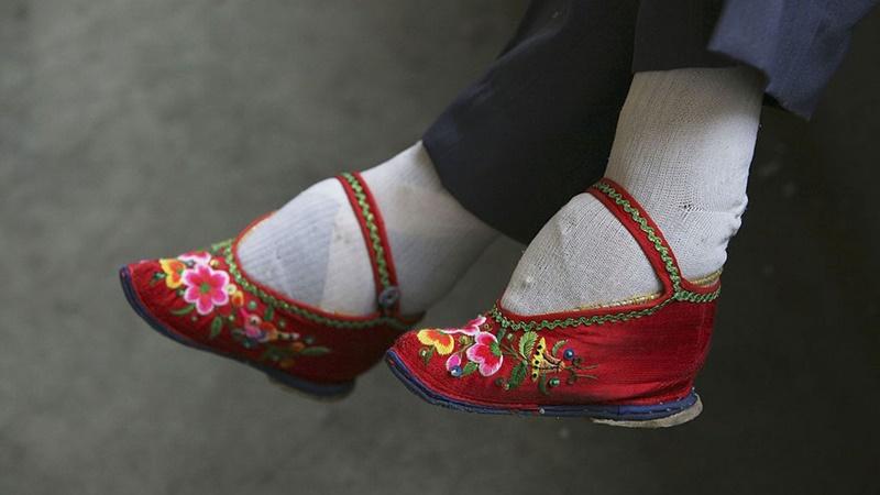 Sepatu Bebat Kaki, sumber GenPI