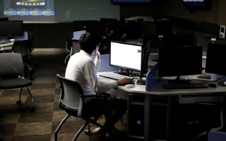 Tinggal di kantor lebih lama, Sumber : inspirasinews.id